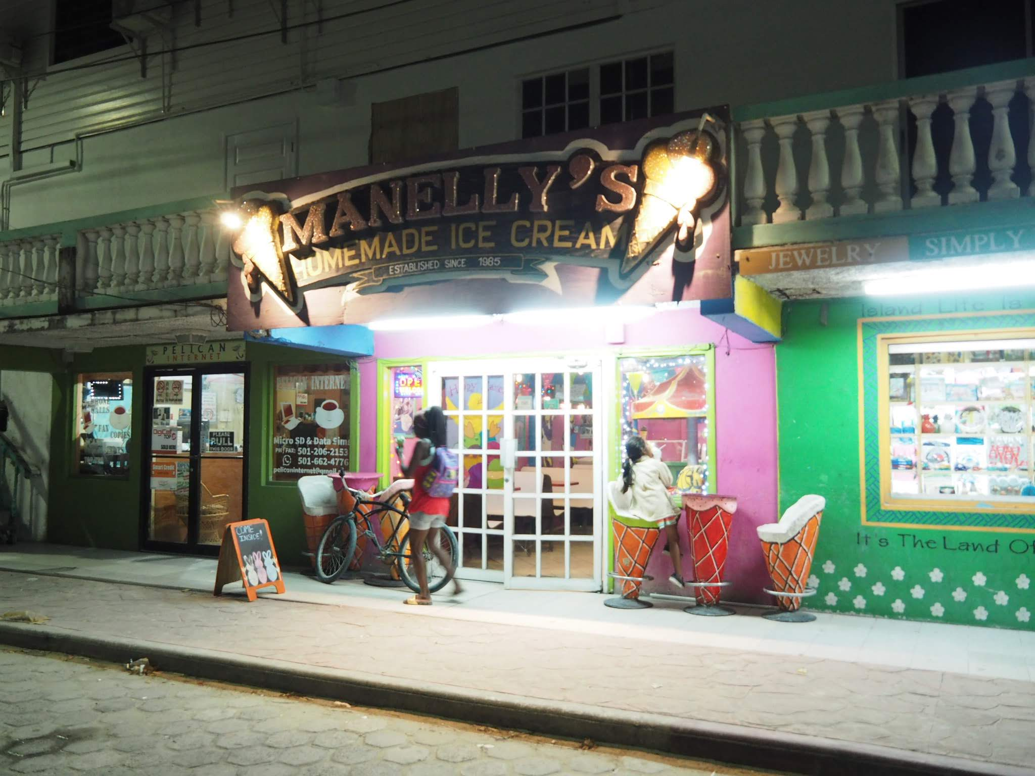 Manelly's